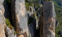 Panoramique par assemblage (5 photos) d'une falaise des gorges de la Jonte - Canon EOS 5D Mark III - EF 50 mm f/1,4 USM - ISO 100 - f/11 - 1/125 s