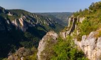 Panoramique par assemblage (5 photos) des gorges de la Jonte - Canon EOS 5D Mark III - EF 50 mm f/1,4 USM - ISO 100 - f/11 - 1/40 s
