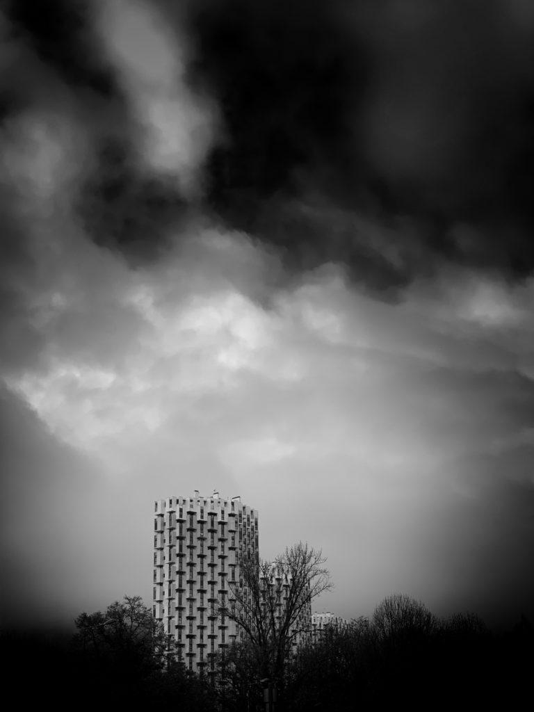 Projet photo 365 - Immeuble dans la forêt