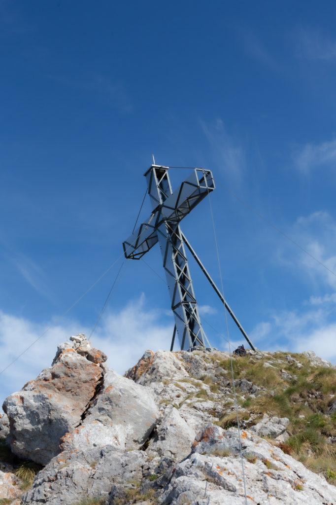 Croix au sommet de l'Arclusaz