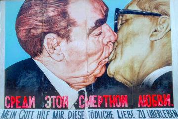 Fresque du baiser entre Léonid Brejnev et Erich Honecker