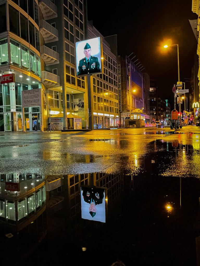 Checkpoint Charlie de nuit