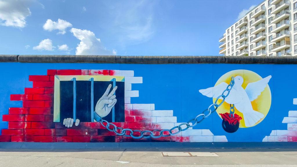 Colombe de la paix sur le mur de Berlin