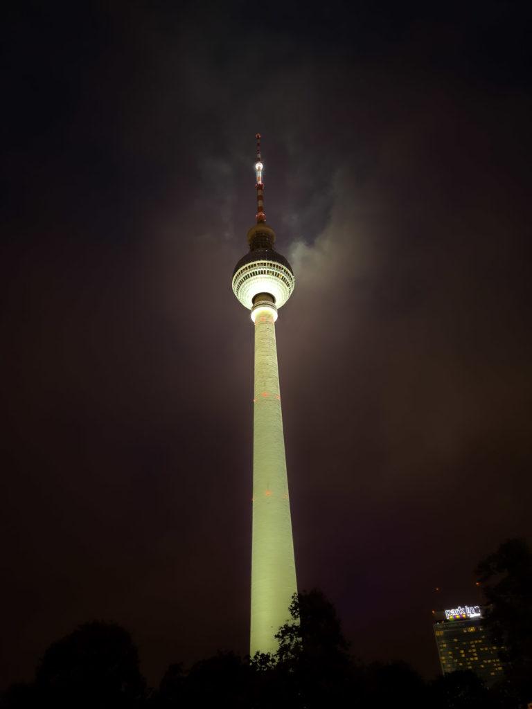 La tour télévision de Berlin de nuit